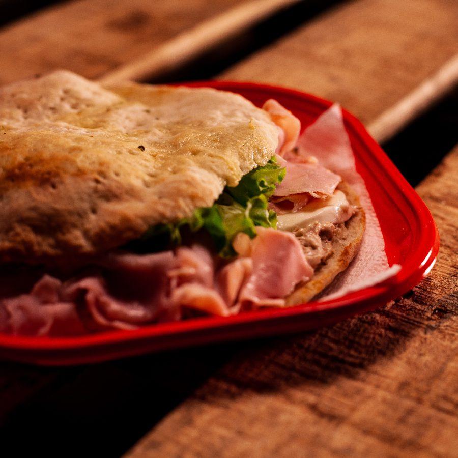 puccia with cooked ham, tuna sauce, mozzarella and tomato salad, oil, oregano